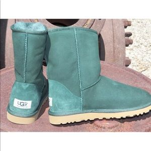 NEW Womens UGG Classic Short Pineneedle Green Boot